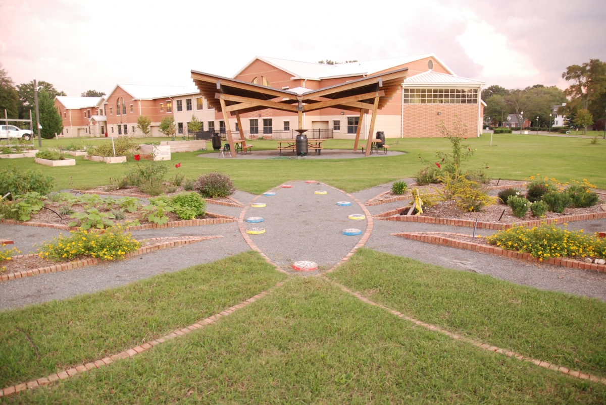 Linwood Holton Elementary20110928012